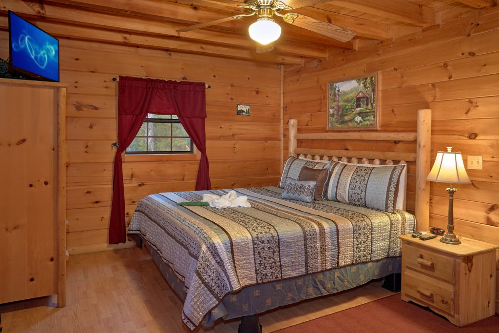 Photo of a Pigeon Forge Cabin named Wet Bear Paws #146 - This is the fifth photo in the set.