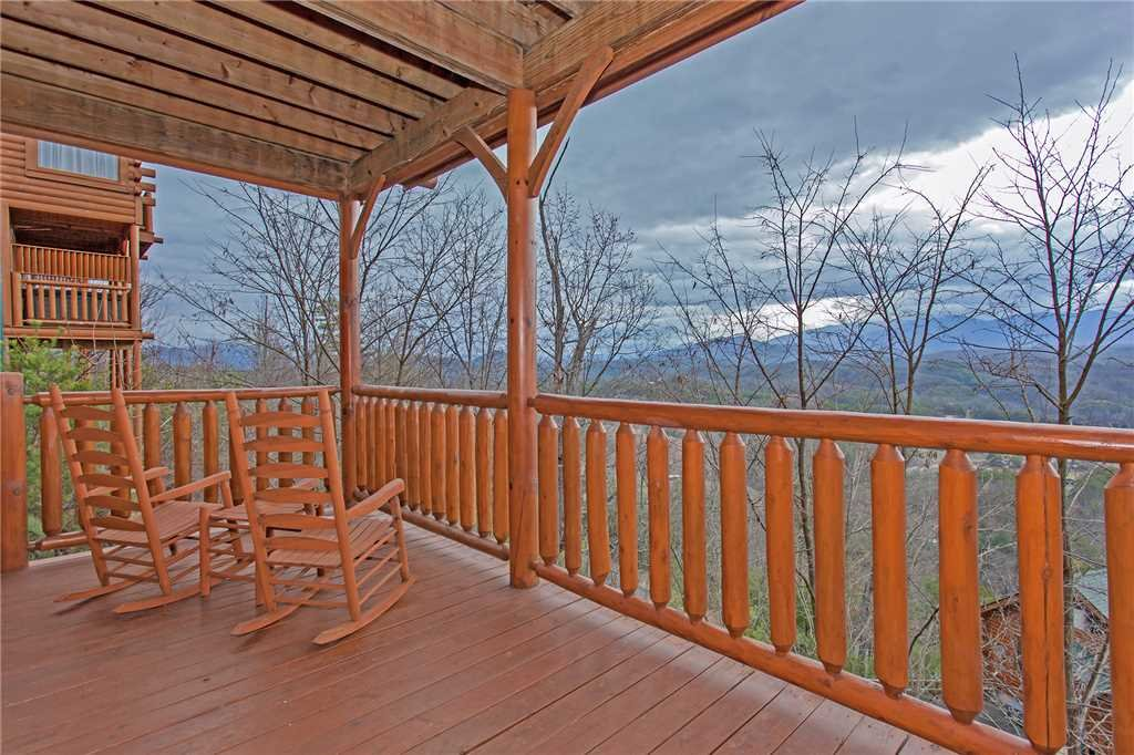 Photo of a Pigeon Forge Cabin named Avalon Mist - This is the fifteenth photo in the set.