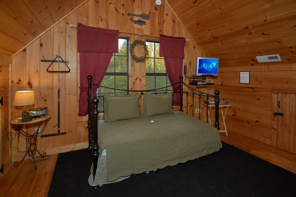 Photo of a Pigeon Forge Cabin named Wet Bear Paws #146 - This is the twentieth photo in the set.