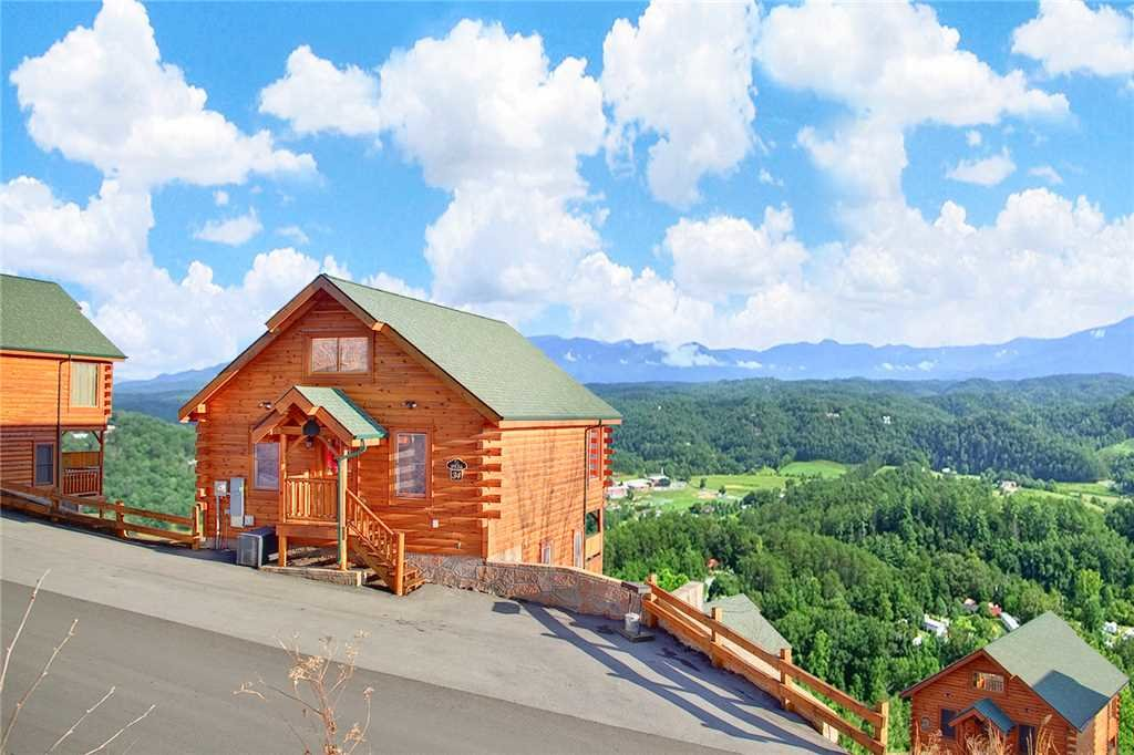 Photo of a Pigeon Forge Cabin named Avalon Mist - This is the first photo in the set.