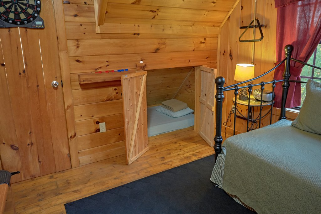 Photo of a Pigeon Forge Cabin named Wet Bear Paws #146 - This is the eighteenth photo in the set.