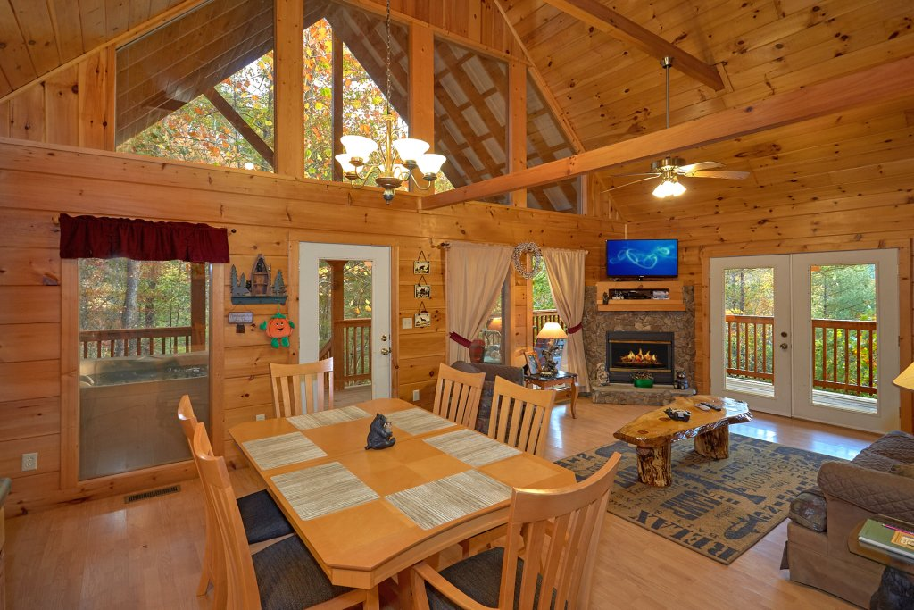 Photo of a Pigeon Forge Cabin named Wet Bear Paws #146 - This is the sixteenth photo in the set.