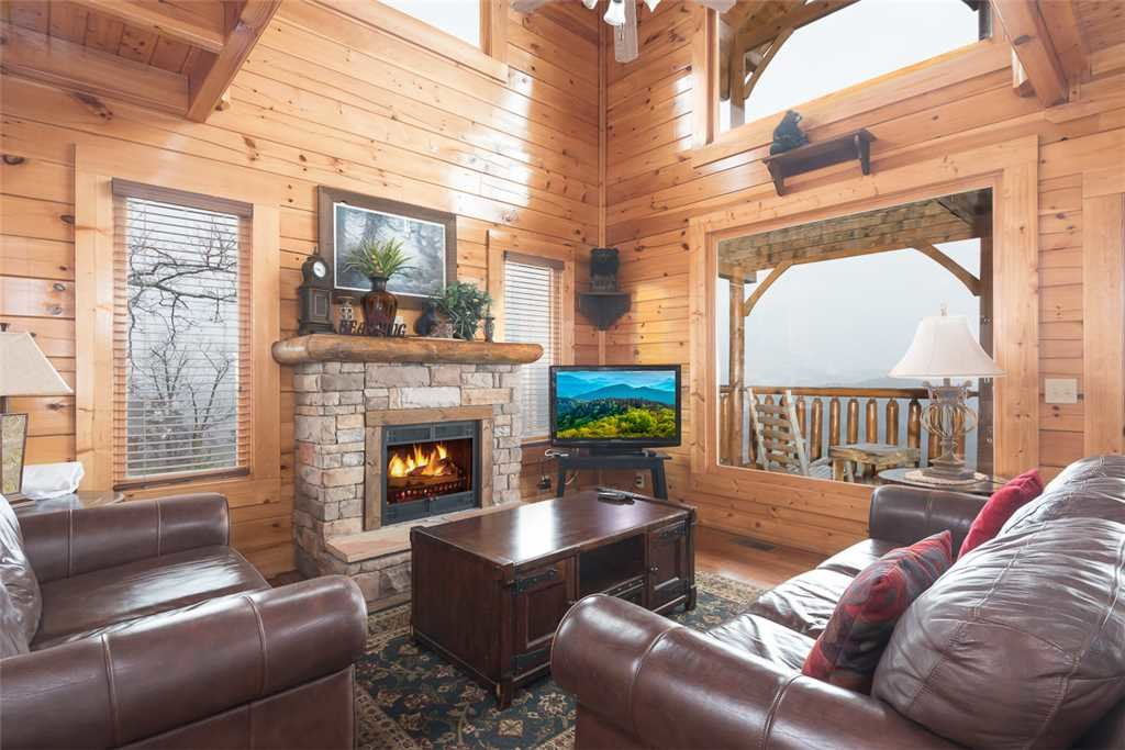 Photo of a Pigeon Forge Cabin named Moondancer - This is the second photo in the set.