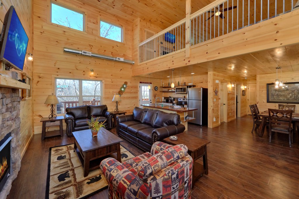 Photo of a Pigeon Forge Cabin named Alpine Pool Lodge - This is the seventeenth photo in the set.