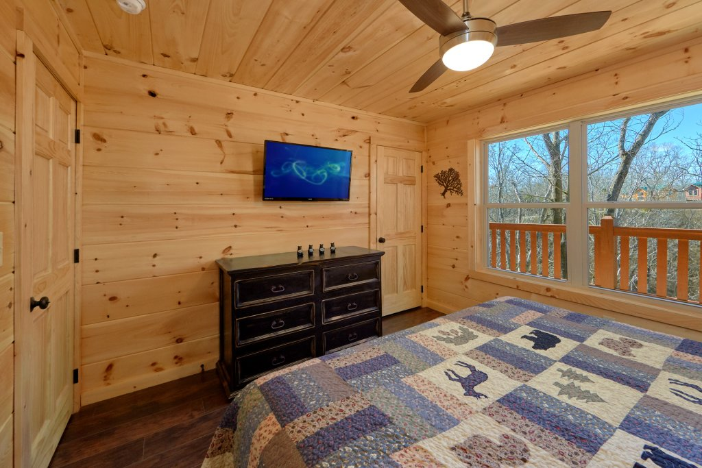 Photo of a Pigeon Forge Cabin named Alpine Pool Lodge - This is the fourteenth photo in the set.