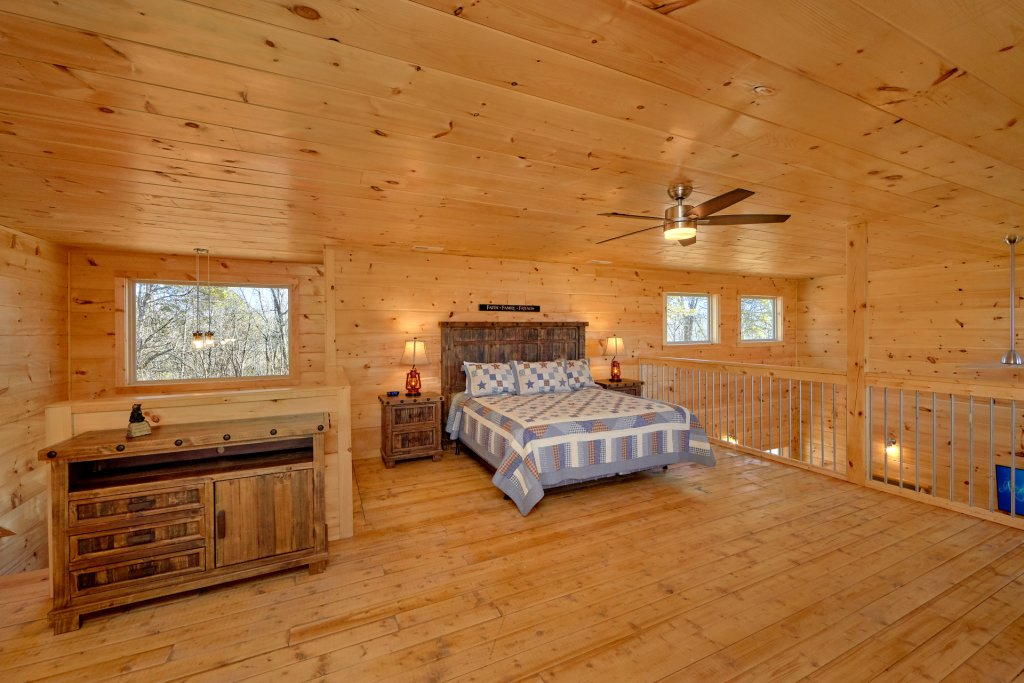 Photo of a Pigeon Forge Cabin named Alpine Pool Lodge - This is the twenty-first photo in the set.
