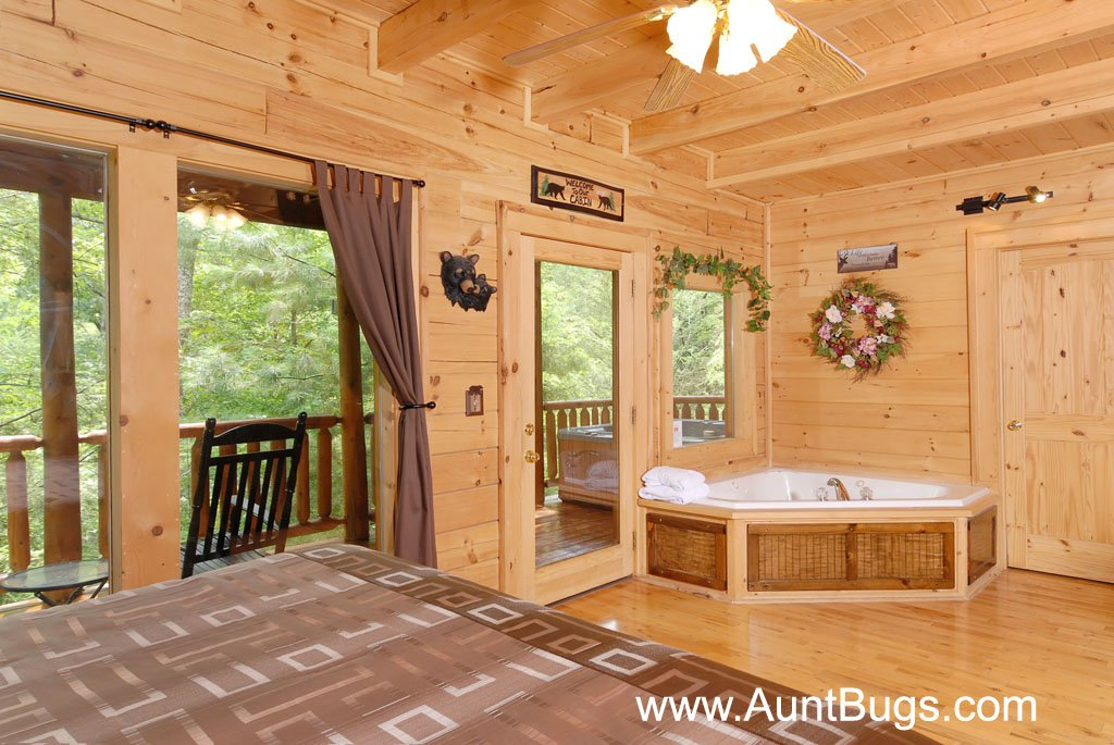 Photo of a Gatlinburg Cabin named Beary Secluded #296 - This is the thirty-fourth photo in the set.