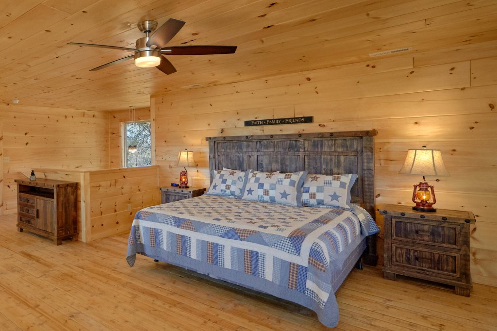 Photo of a Pigeon Forge Cabin named Alpine Pool Lodge - This is the twenty-fourth photo in the set.