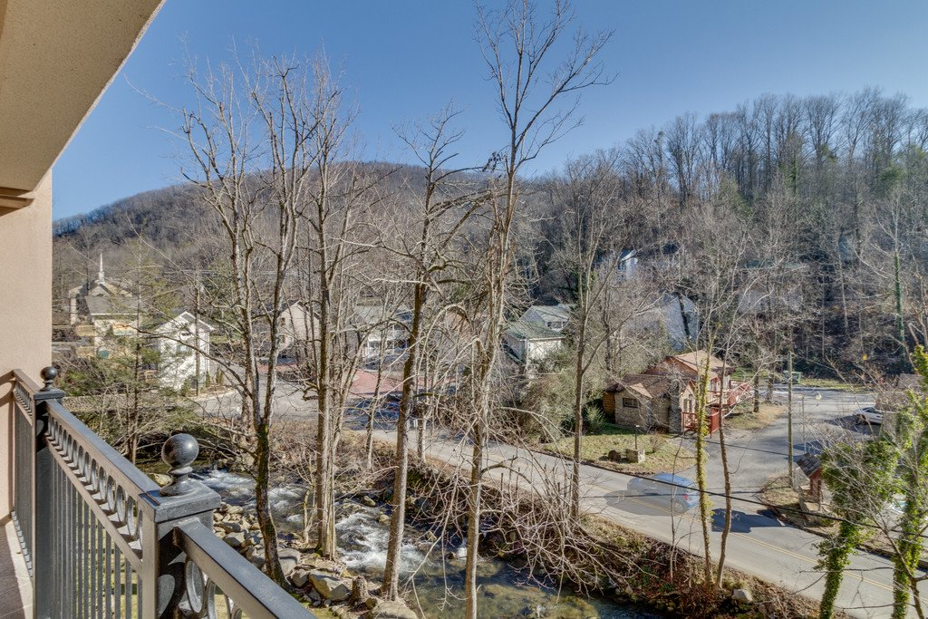 Photo of a Gatlinburg Condo named Riverside Escape - This is the thirteenth photo in the set.