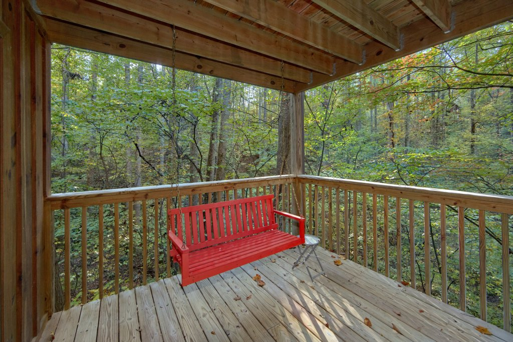 Photo of a Pigeon Forge Cabin named Rooster Ridge Cabin #231 - This is the eighteenth photo in the set.