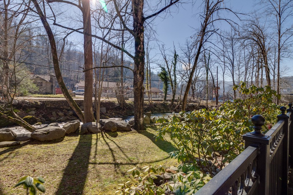 Photo of a Gatlinburg Condo named Riverside Escape - This is the forty-first photo in the set.