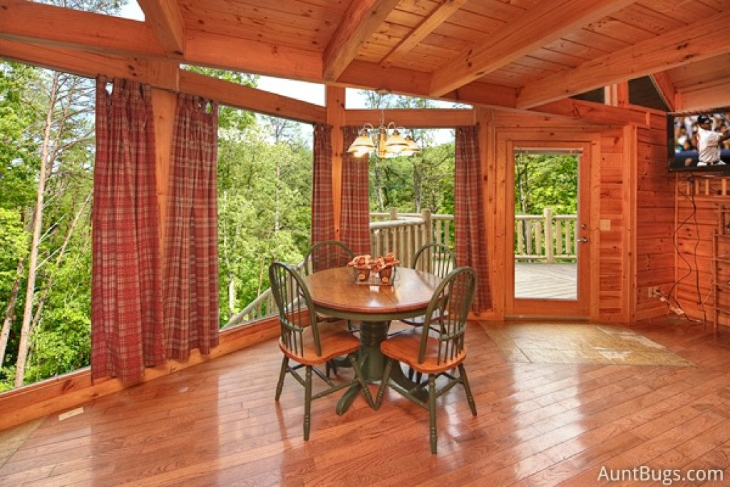 Photo of a Gatlinburg Cabin named Highlander #224 - This is the nineteenth photo in the set.