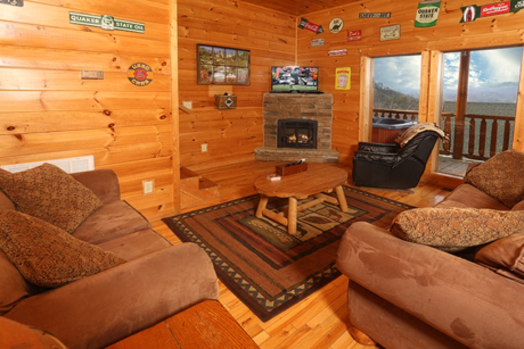 Photo of a Pigeon Forge Cabin named Bentley Lodge - This is the seventh photo in the set.