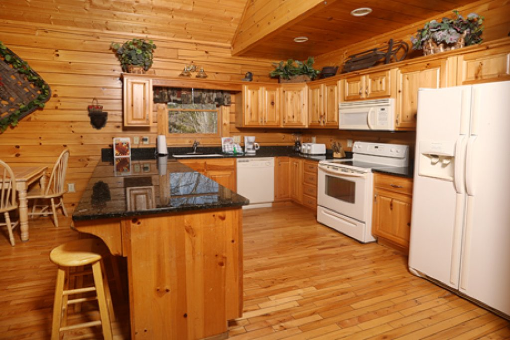 Photo of a Pigeon Forge Cabin named Bentley Lodge - This is the ninth photo in the set.