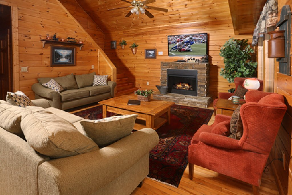 Photo of a Pigeon Forge Cabin named Bentley Lodge - This is the fifth photo in the set.