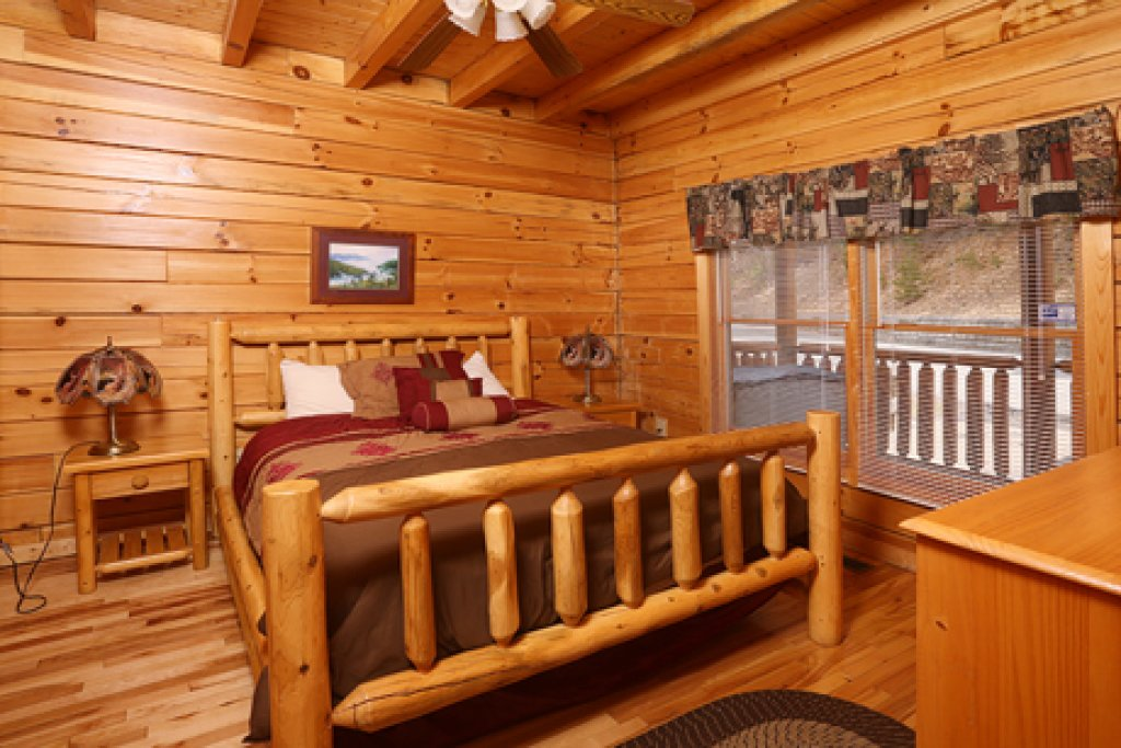 Photo of a Pigeon Forge Cabin named Bentley Lodge - This is the eleventh photo in the set.