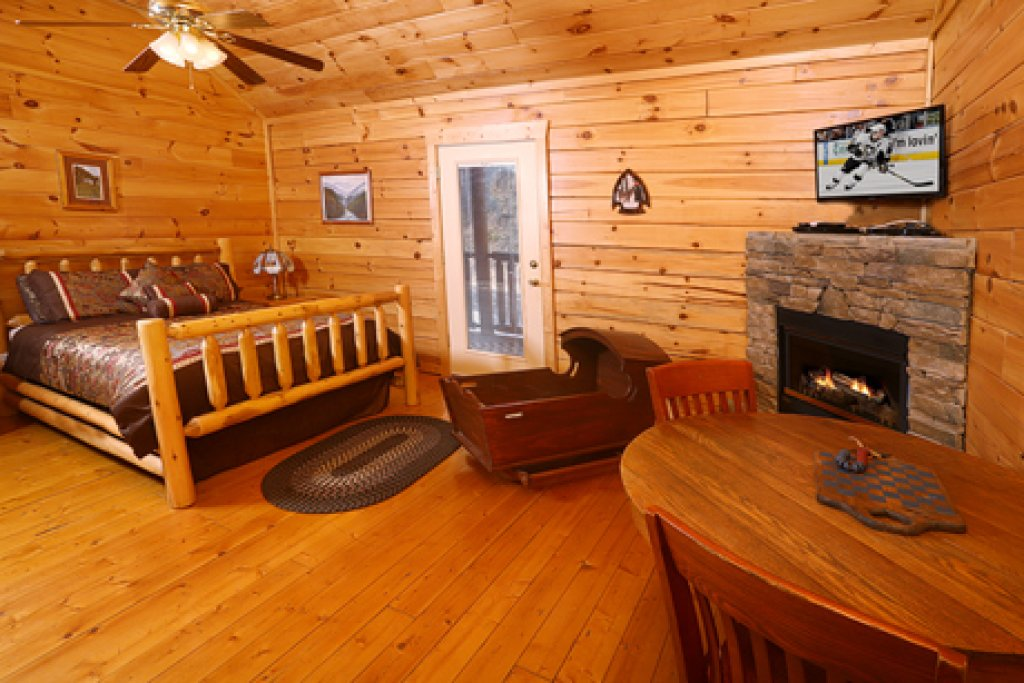 Photo of a Pigeon Forge Cabin named Bentley Lodge - This is the tenth photo in the set.