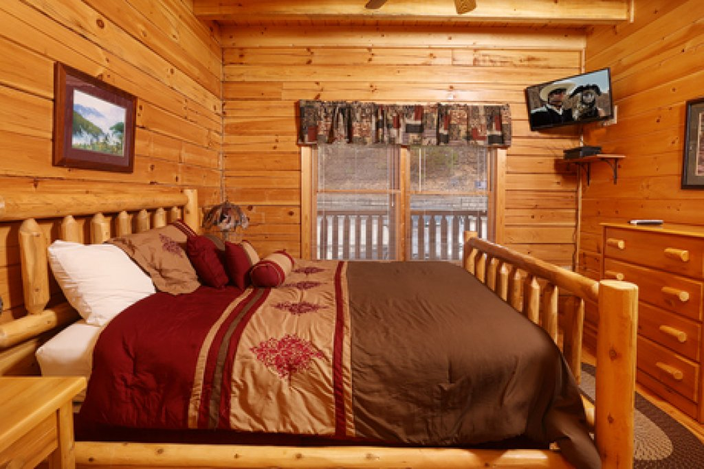Photo of a Pigeon Forge Cabin named Bentley Lodge - This is the fifteenth photo in the set.