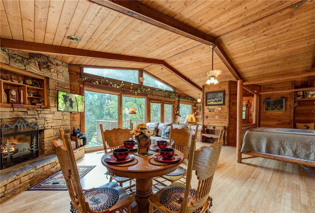 Photo of a Gatlinburg Cabin named Rustic Charm - This is the sixth photo in the set.