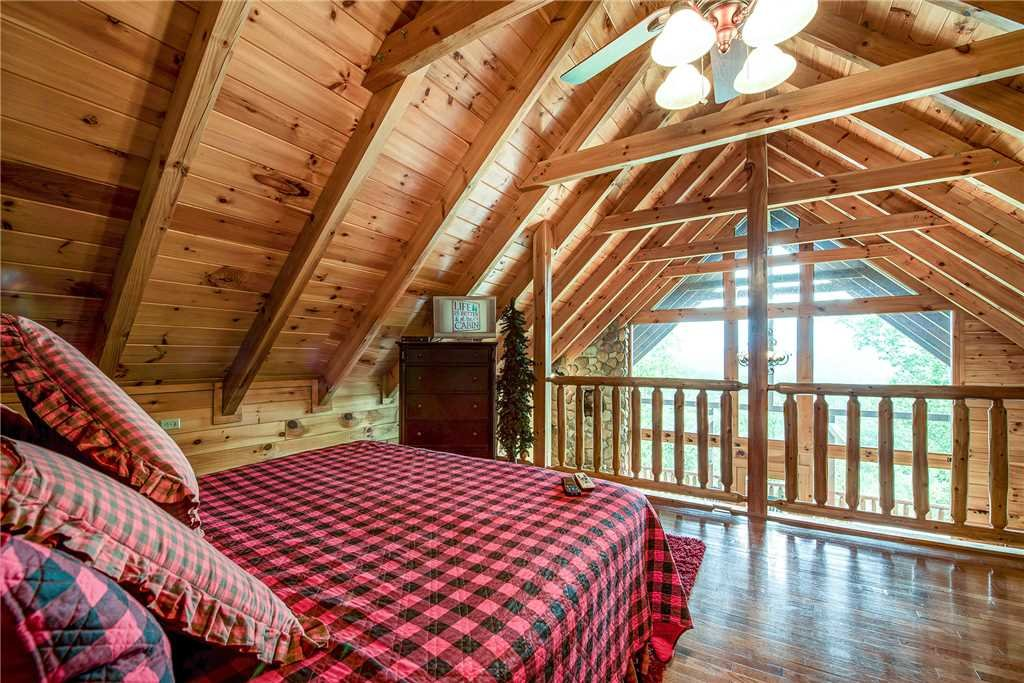 Photo of a Pigeon Forge Cabin named Secluded Romance - This is the eleventh photo in the set.