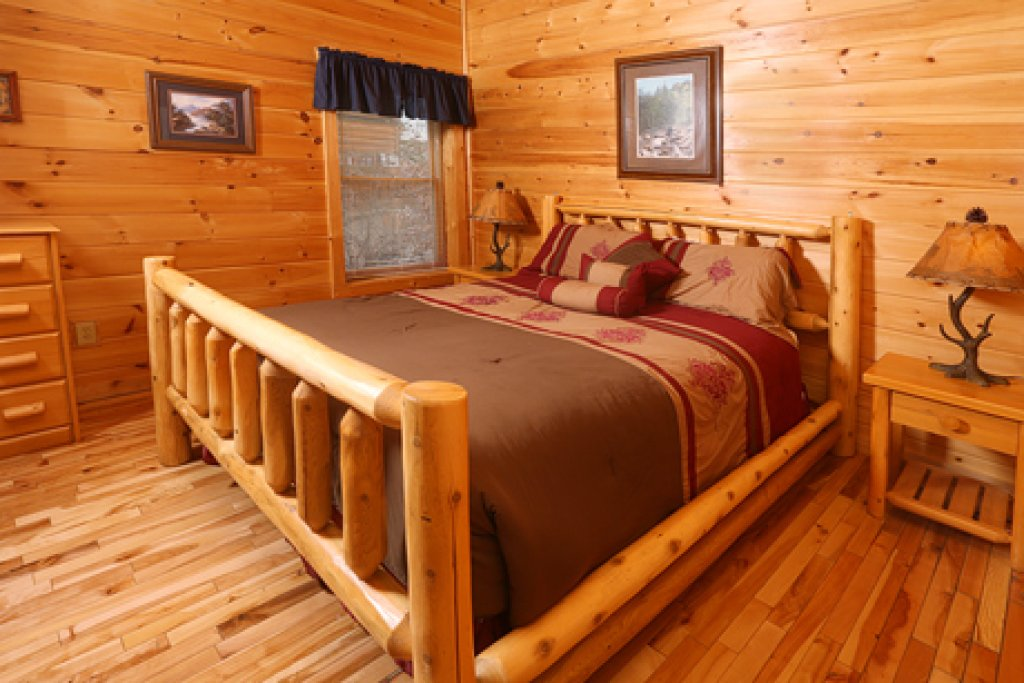 Photo of a Pigeon Forge Cabin named Bentley Lodge - This is the twentieth photo in the set.
