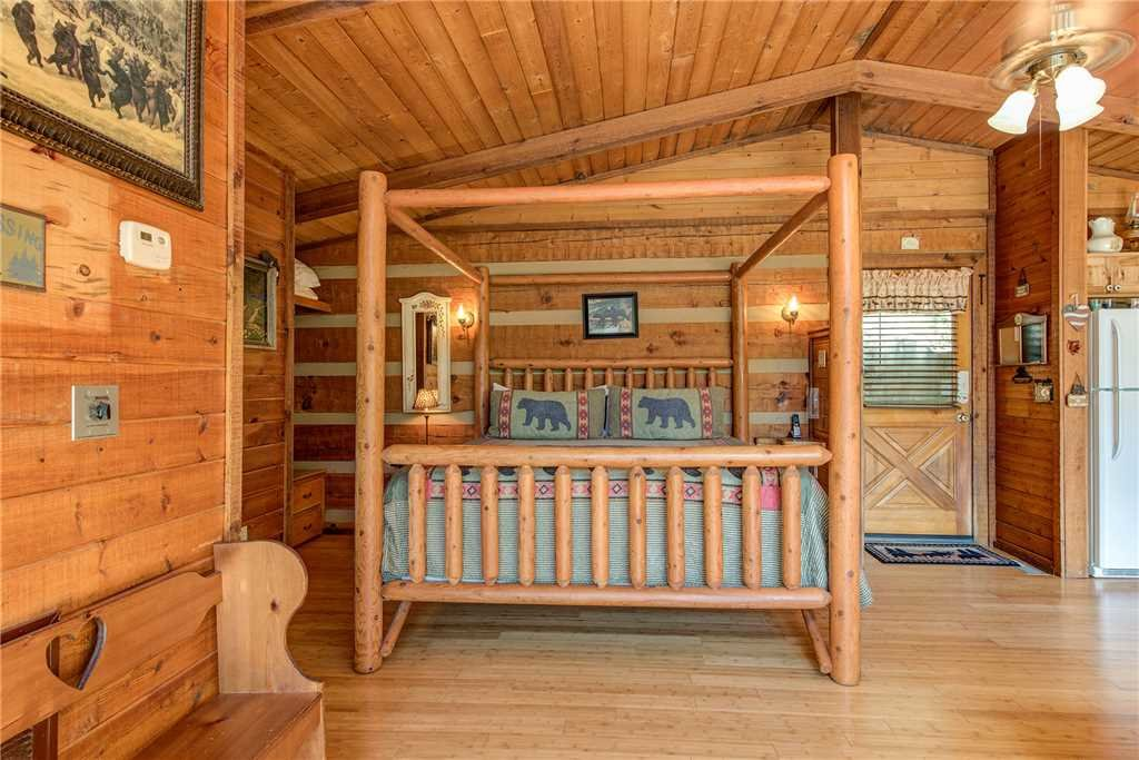 Photo of a Gatlinburg Cabin named Rustic Charm - This is the tenth photo in the set.