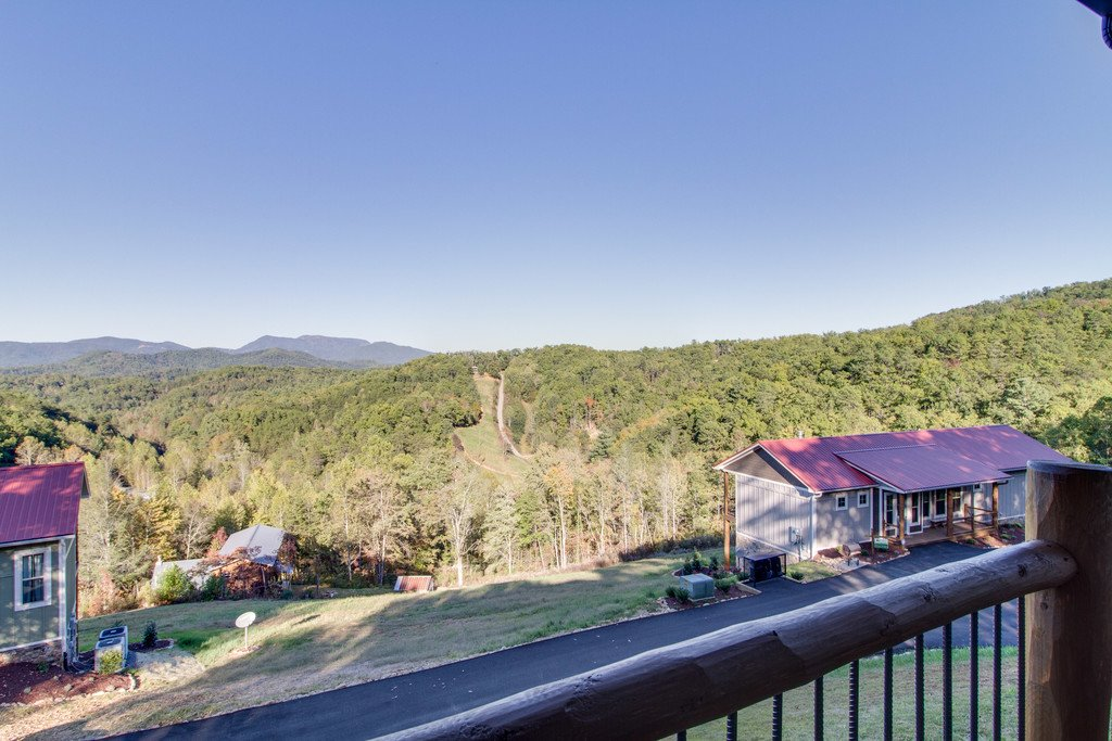 Photo of a Gatlinburg Cabin named Angels Overlook - This is the first photo in the set.