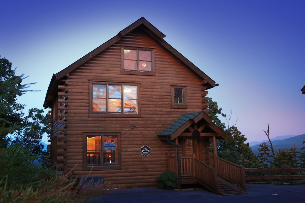 Photo of a Pigeon Forge Cabin named Summer Breeze - This is the first photo in the set.