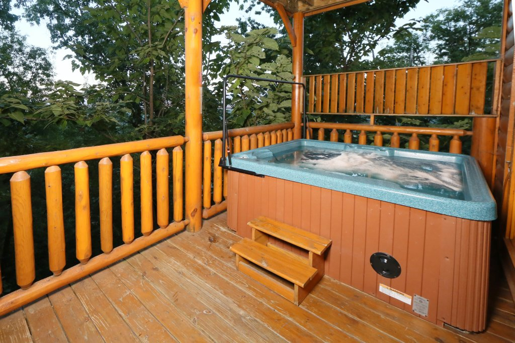 Photo of a Pigeon Forge Cabin named Summer Breeze - This is the second photo in the set.