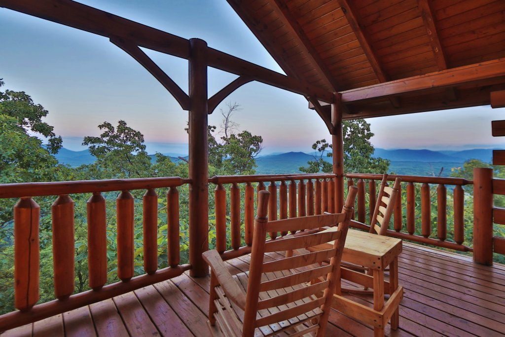 Photo of a Pigeon Forge Cabin named Summer Breeze - This is the fourth photo in the set.