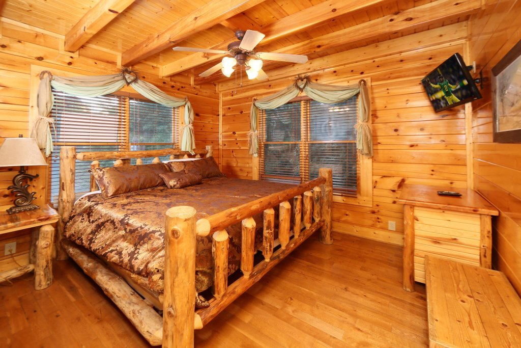 Photo of a Pigeon Forge Cabin named Summer Breeze - This is the eleventh photo in the set.