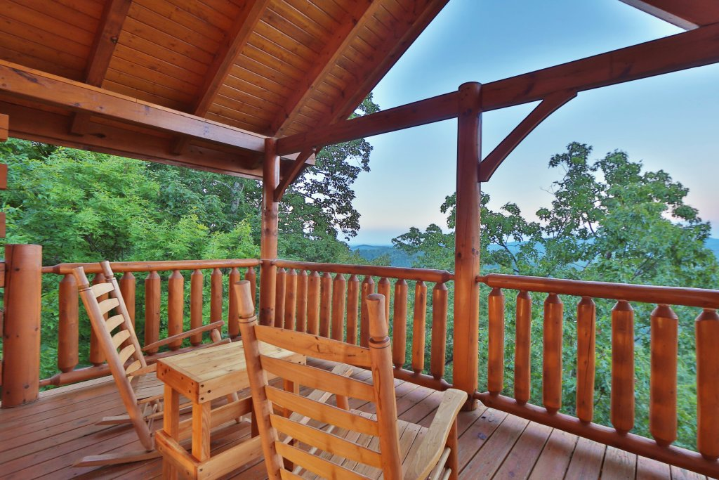 Photo of a Pigeon Forge Cabin named Summer Breeze - This is the third photo in the set.