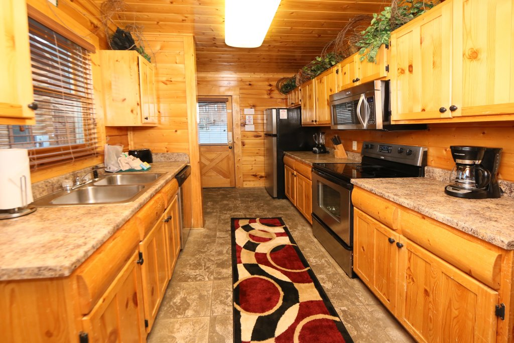 Photo of a Pigeon Forge Cabin named Summer Breeze - This is the eighteenth photo in the set.