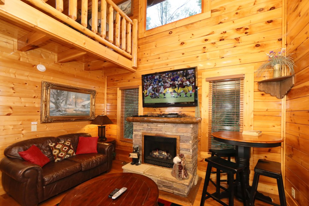 Photo of a Pigeon Forge Cabin named Summer Breeze - This is the ninth photo in the set.
