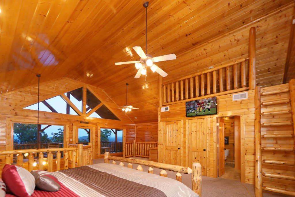 Photo of a Pigeon Forge Cabin named Summer Breeze - This is the twelfth photo in the set.