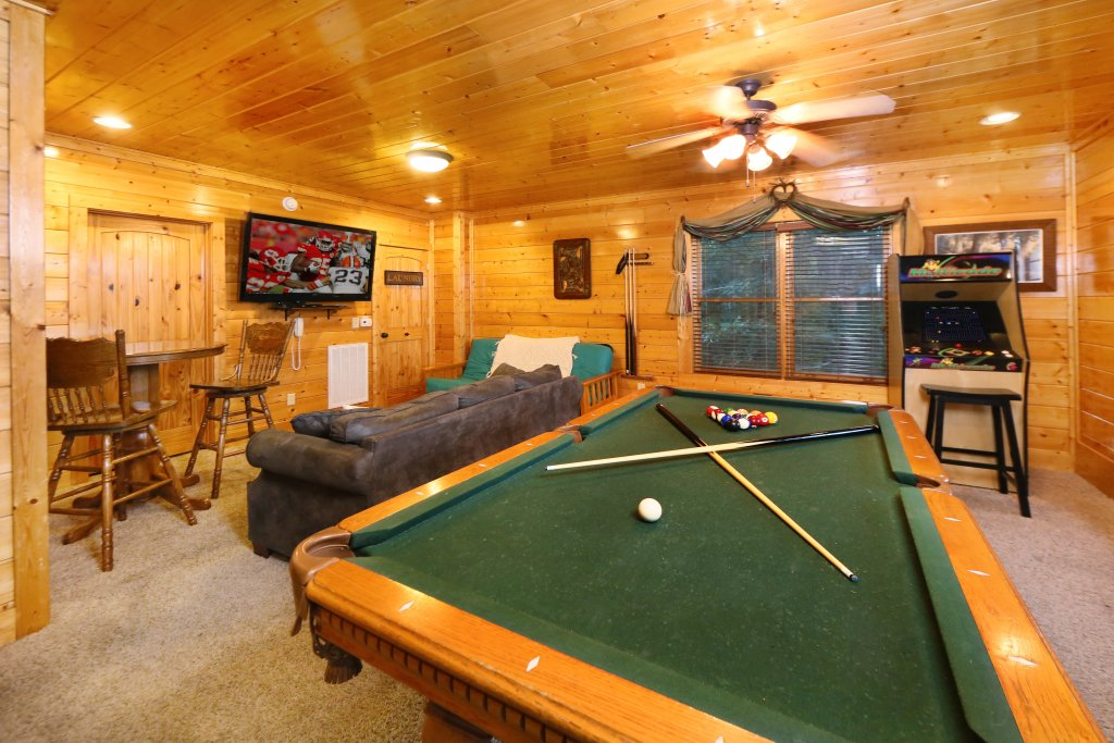 Photo of a Pigeon Forge Cabin named Summer Breeze - This is the sixteenth photo in the set.