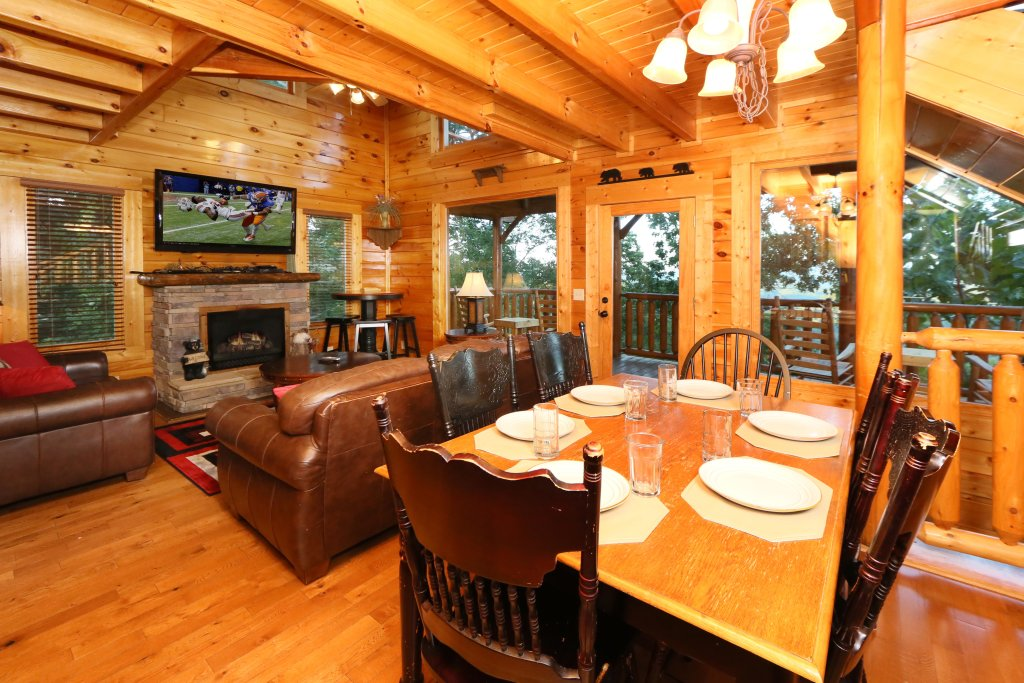 Photo of a Pigeon Forge Cabin named Summer Breeze - This is the seventeenth photo in the set.