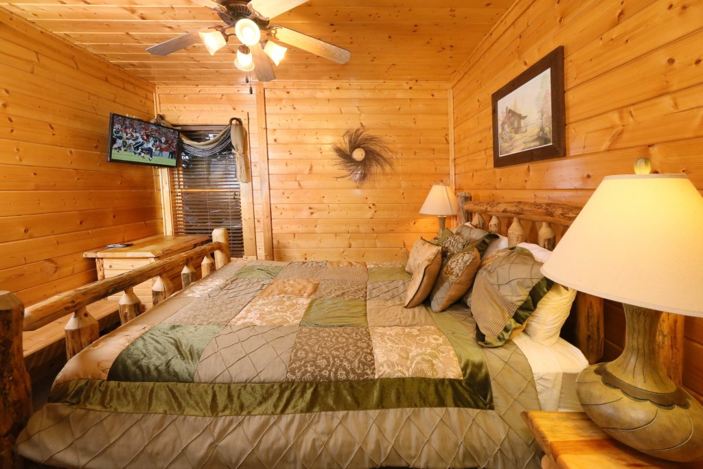 Photo of a Pigeon Forge Cabin named Summer Breeze - This is the fourteenth photo in the set.