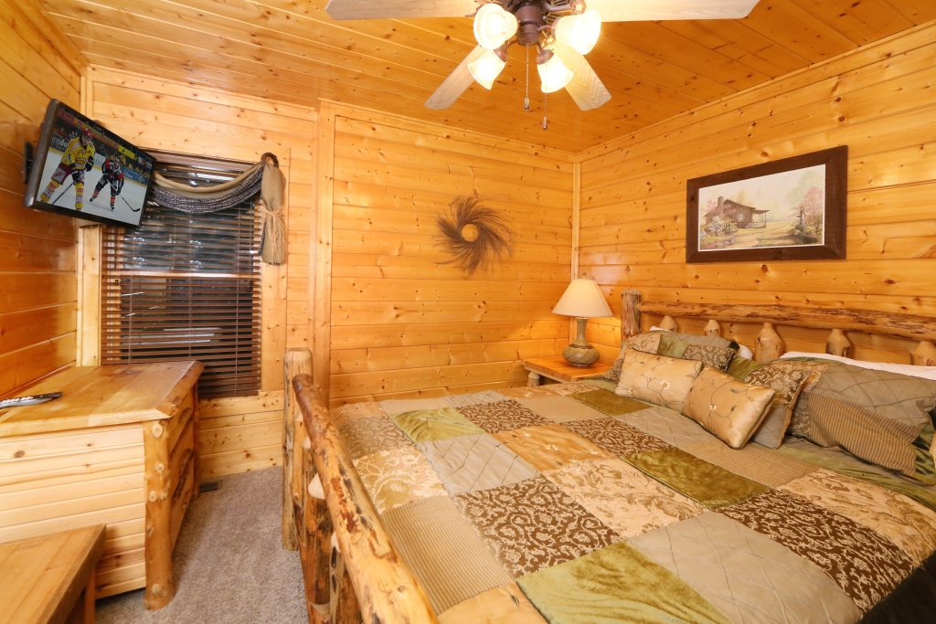 Photo of a Pigeon Forge Cabin named Summer Breeze - This is the thirteenth photo in the set.