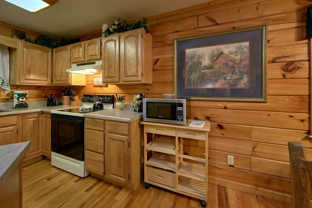 Photo of a Pigeon Forge Cabin named Sweet Mountain Laurel #403 - This is the fourteenth photo in the set.