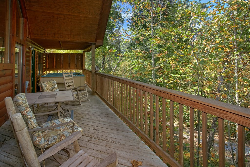 Photo of a Pigeon Forge Cabin named Sweet Mountain Laurel #403 - This is the eighteenth photo in the set.
