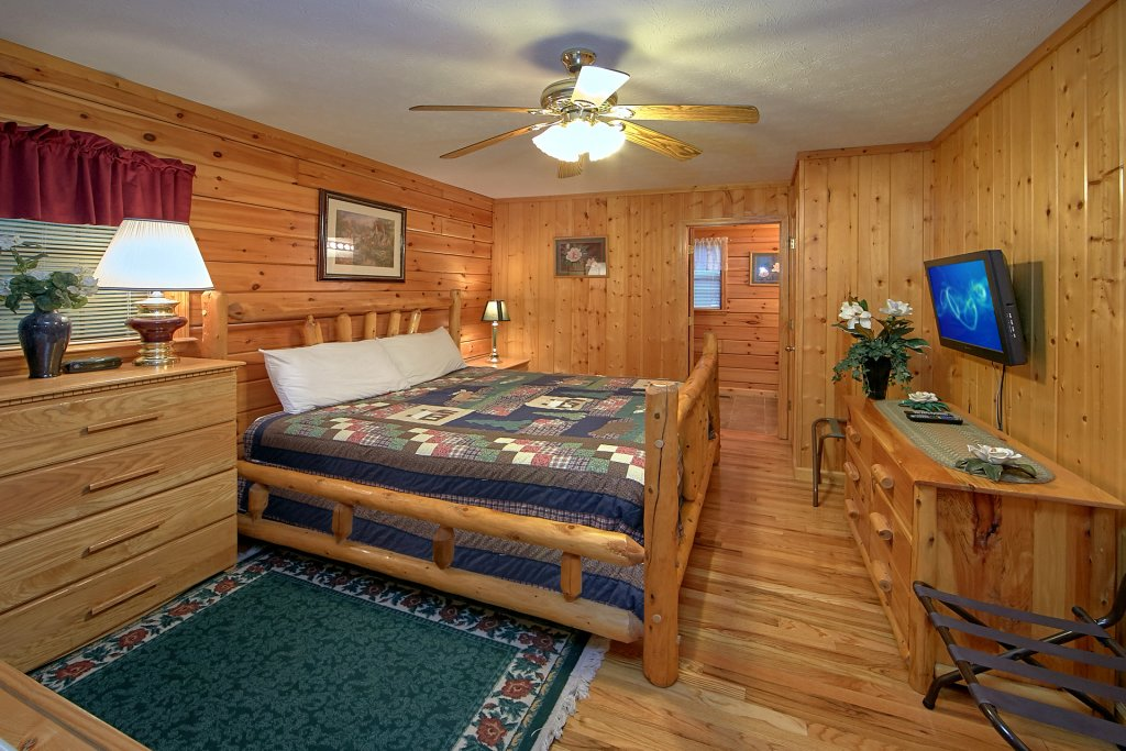 Photo of a Pigeon Forge Cabin named Sweet Mountain Laurel #403 - This is the twenty-second photo in the set.