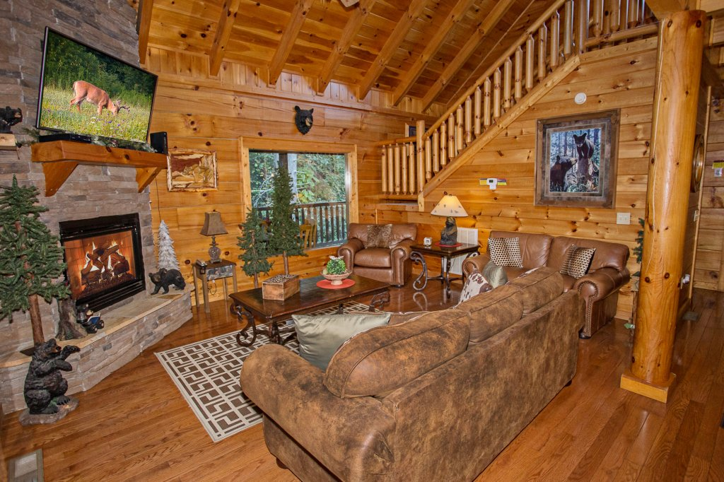 Photo of a Pigeon Forge Cabin named Cedar Forest - This is the second photo in the set.
