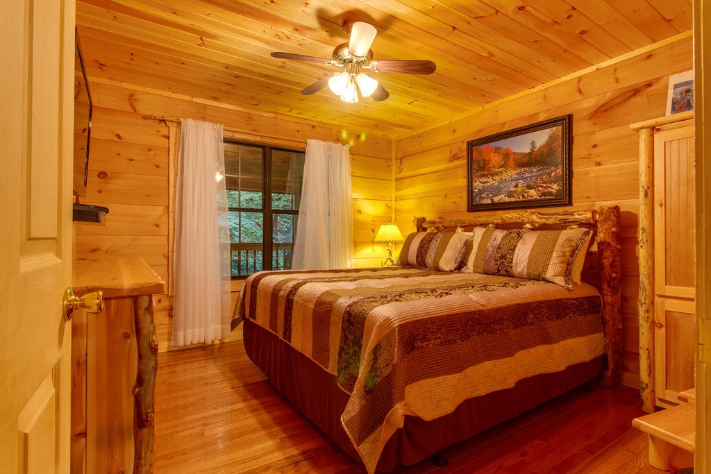 Photo of a Gatlinburg Cabin named All About Serenity - This is the fourteenth photo in the set.