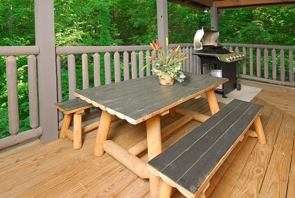 Photo of a Pigeon Forge Cabin named Cedar Forest - This is the twenty-ninth photo in the set.