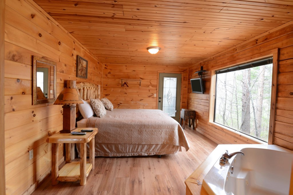 Photo of a Gatlinburg Cabin named Bear Haven - 297 - This is the seventeenth photo in the set.