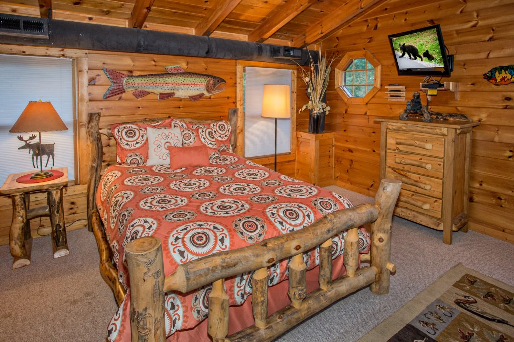 Photo of a Pigeon Forge Cabin named Cedar Forest - This is the thirty-seventh photo in the set.