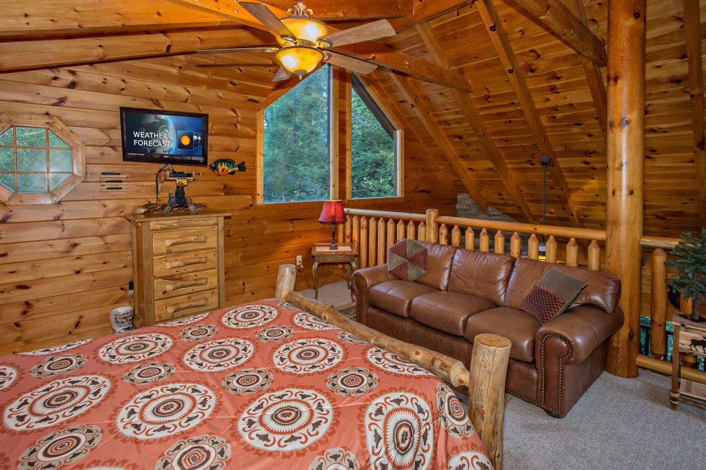Photo of a Pigeon Forge Cabin named Cedar Forest - This is the thirty-eighth photo in the set.