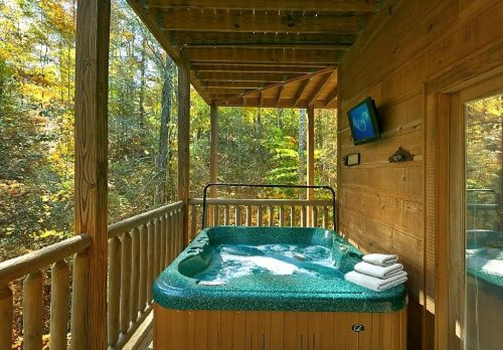 Photo of a Pigeon Forge Cabin named Cedar Forest - This is the twenty-fourth photo in the set.