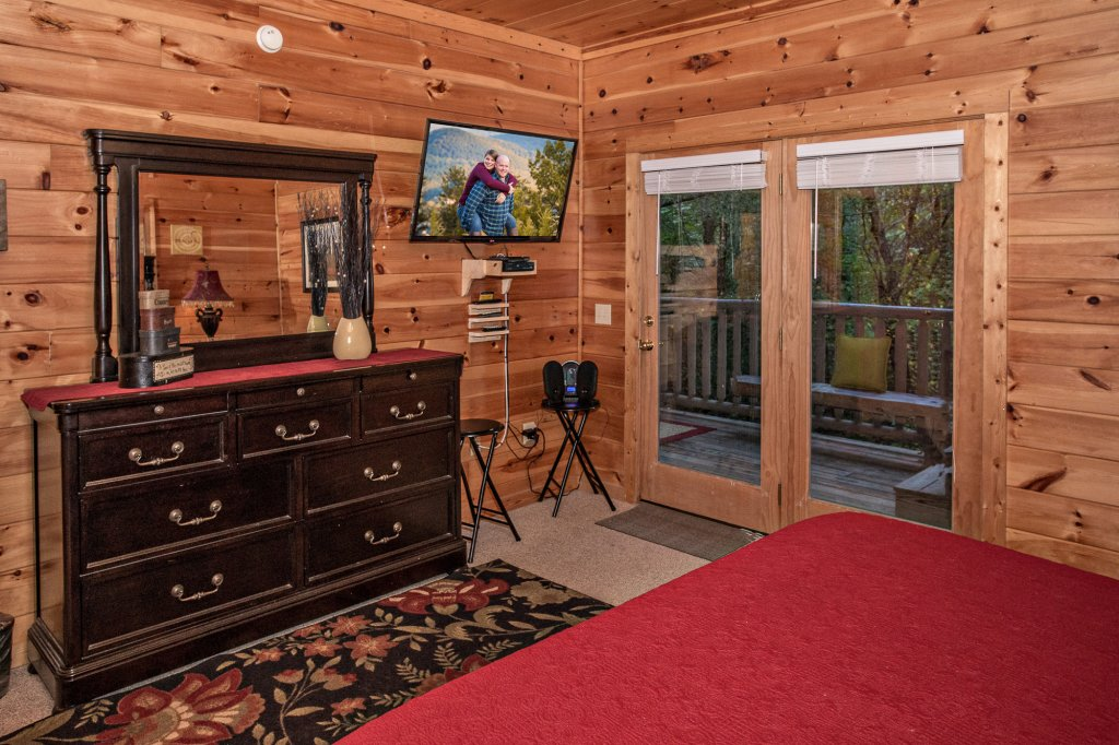 Photo of a Pigeon Forge Cabin named Cedar Forest - This is the thirty-fifth photo in the set.